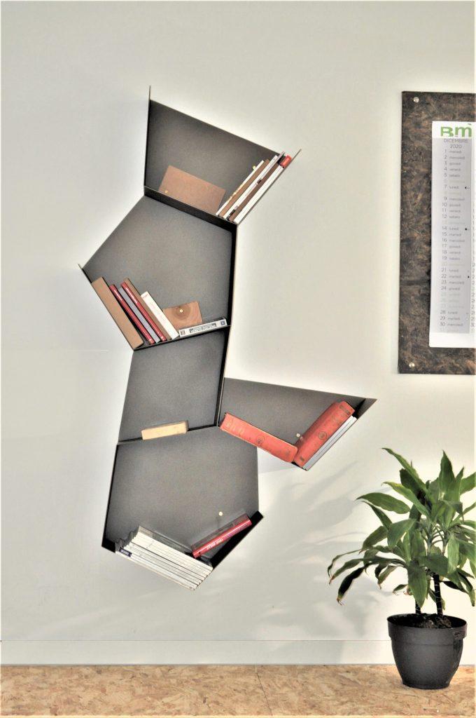 Stokkà La libreria che segna il muro